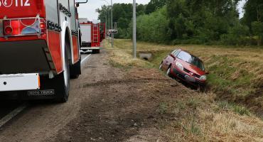 Renault wpadło w poślizg i wylądowało w rowie [foto]