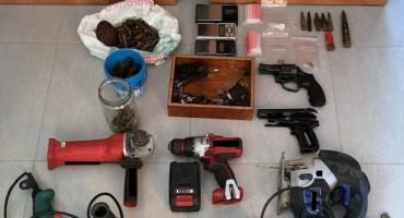 Nielegalnie posiadał broń i amunicję oraz narkotyki