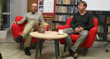 """Marcin Sawicki opowiedział o książce """"Ludzkie klepisko. Historie z Pogranicza: Białorusi, Litwy i Polski"""" [foto]"""
