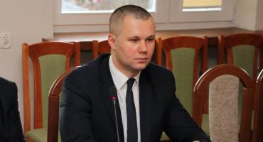 Radny miejski z wnioskami do burmistrza i starosty