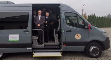Nowy autobus trafił do WTZ w Szumowie