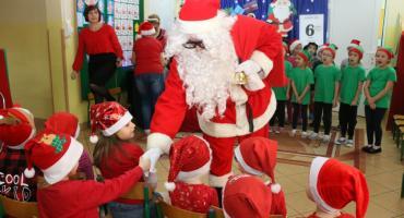 """Święty Mikołaj zawitał do """"Biedronek"""" [foto]"""