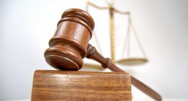 Ksiądz oskarżony o gwałt na nieletniej staje przed sądem