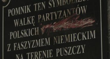 IPN: zmieńcie napis na pomniku
