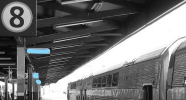 Ruszył pociąg z peronu 8. Nie ma się co załamywać, trzeba rozmawiać z pasażerami!