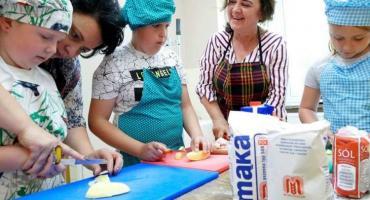 Gotują pod książkę, czyli o powstaniu książki kucharskiej gminy Lipka