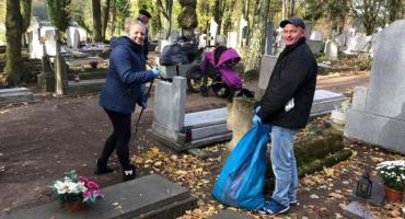 Wspólne sprzątanie Cmentarza przy kościele św Rocha
