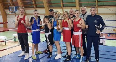 Sekcja bokserska MLKS Sparta Złotów na turnieju w Wierzchowie Człuchowskim