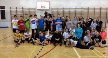 Mikołajkowy turniej piłki siatkowej w szkole podstawowej w Jastrowiu