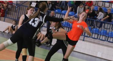 Turniej Piłki Ręcznej w Szkole Podstawowej im. Marii Konopnickiej w Świętej