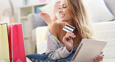 Zamawiasz odzież, kosmetyki i sprzęt elektroniczny przez internet? Zobacz, jak możesz zaoszczędzić na zakupach dzięki kodom rabatowym