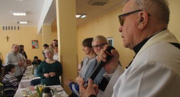Śniadanie wielkanocne w Warsztacie Terapii Zajęciowej w Złotowie