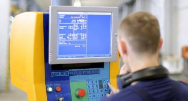 Na czym polega zawód operatora CNC?