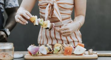 Grill party - idealny pomysł na wiosnę i lato, jakie akcesoria na grilla będą potrzebne?