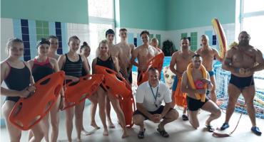 Koniec kursu ratownika na pływalni Laguna w Złotowie