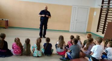 Policjanci promują bezpieczeństwo