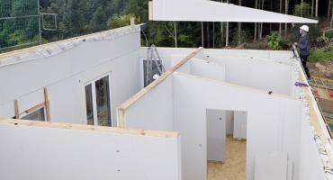 Płyty do suchej zabudowy – idealne rozwiązanie do wykończenia wnętrz