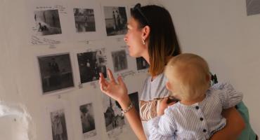 Wernisaż fotograficznej wystawy powarsztatowej Wakacyjnego Klubu Małego Muzealnika
