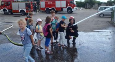 Wakacyjna wizyta u złotowskich strażaków