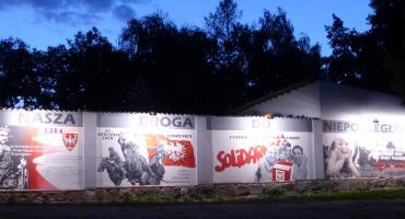 Łobżenickie murale oświetlone