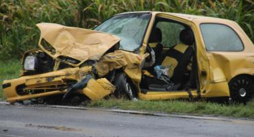 Zderzenie trzech samochodów, cztery osoby zabrane do szpitala