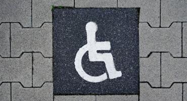 Czym się charakteryzuje hotel dostosowany do potrzeb niepełnosprawnych?