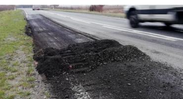Załatane kawałki asfaltu już są dziurawe. Kierowcy są poirytowani