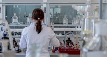 Potrzebuję zasilacza laboratoryjnego. Jaki warto kupić?