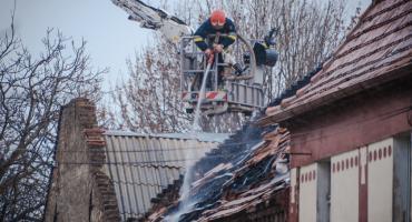 Spłonęło pomieszczenie gospodarcze. 40 strażaków walczyło z pożarem