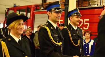 Podziękowania strażakom za trud i ciężką pracę