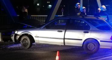 Pijany uderzył samochodem w most