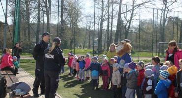 Policjanci w przedszkolu w Janowicach Wielkich