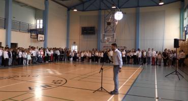 Uczniowie w Piechowicach wspólnie odśpiewali hymn