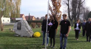 Piechowiczanie złożyli kwiaty przy Kamieniu Pamięci