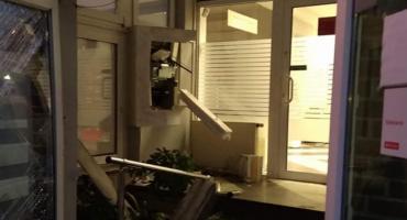 Wyrwali bankomat ze ściany banku