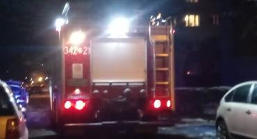 Mieszkańcy wyczuli dym na klatce. Wezwali strażaków