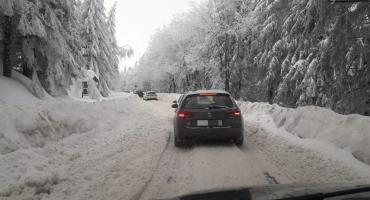 Trudne warunki na drodze do Przełęczy Okraj. Włącz Zello