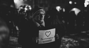 Jelenia Góra : Mieszkańcy uczcili pamięć prezydenta Adamowicza