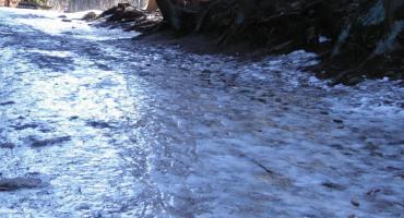 KPN ostrzega - szlaki są mocno oblodzone