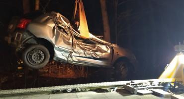 Toyota wypadła z drogi. Kierująca w ciężkim stanie.