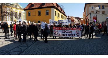 Czarny Marsz nauczycieli w Jeleniej Górze