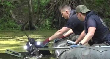 Rozminowywanie zalanego wyrobiska gliny pod Lwówkiem ŚLąskim