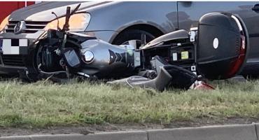 Zmieniał pas ruchu i potrącił motocyklistę