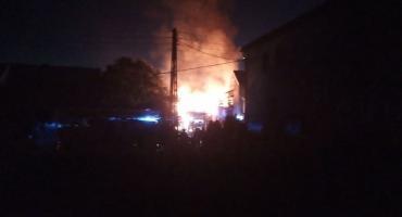 Pożar stodoły i garażu w Jeżowie Sudeckim
