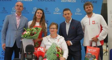 Lucyna Kornobys, Zofia Tuła i Tomasz Czaplicki z nagrodami od prezydenta
