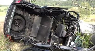 Straciła panowanie nad autem, uderzyła w drzewo. 24-latka była pijana
