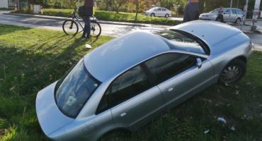 Auto bez kierowcy stoczyło się do rowu