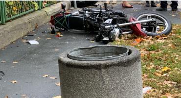 Motocyklista ze złamaną nogą po zderzeniu z VW.