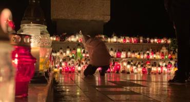 Wszystkich Świętych - tłumy na cmentarzach w Jeleniej Górze