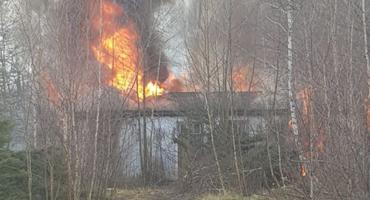 Pożar starej papierni w Miłkowie